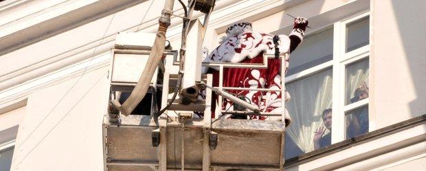 Дед Мороз и иркутские пожарные навестили маленьких пациентов