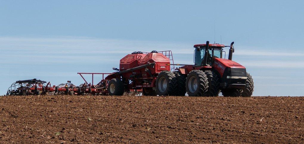 Деньги направят на весенне-осенние полевые работы.