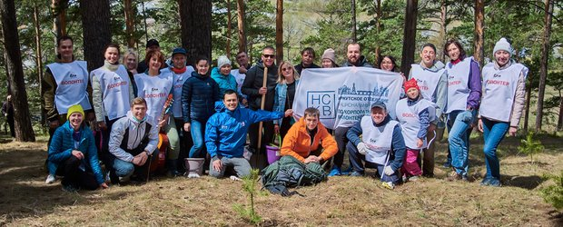 Волонтеры En+ Group вышли на посадку деревьев в Кайской роще