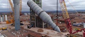 На Иркутском заводе полимеров установили тяжеловесное оборудование