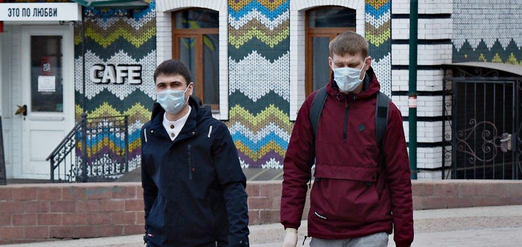 Наш фотограф вышел на улицу, чтобы посмотреть, как изменился город из-за ситуации с коронавирусом.