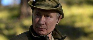 Кремль опубликовал фотографии отпуска Путина и Шойгу в тайге