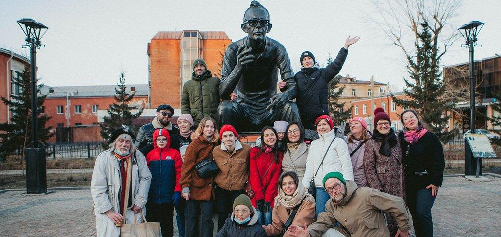 В честь этого события у памятника режиссёру прошел праздник.