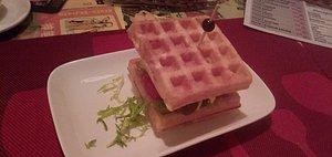 Вафля комом в кафе Waffel*