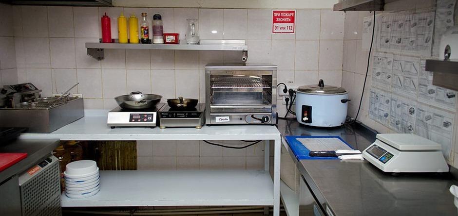 Здесь был «Ревизорро». Кухня «Суши-Студио» на улице Карла Маркса. Фото Ильи Татарникова
