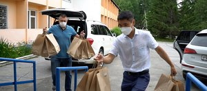 Врачи трех медучреждений Иркутска получили горячие обеды