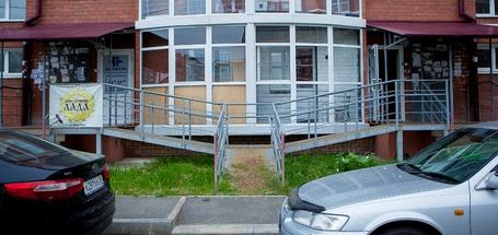 Мусорка под окнами и лестница в никуда: гуляем по дворам